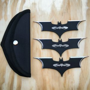 batman throwing knives